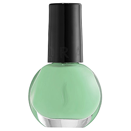 Summer-essentials-nail-polish-3