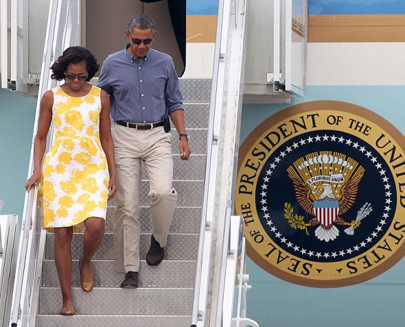 Michelle-Obama-Arrives- at-Martha- Vineyard-in- Talbots-Yellow-White-Rose-Print-Dress-michelle-obama-Disabled- American- Veterans- convention-2