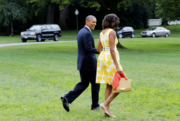Michelle-Obama-Arrives- at-Martha- Vineyard-in- Talbots-Yellow-White-Rose-Print-Dress-michelle-obama-Disabled- American- Veterans- convention-6