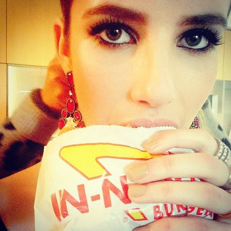 Emma-Roberts-grabbed-burger-before-show