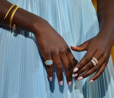 Lupita-Nyongo-manicure-oscars-
