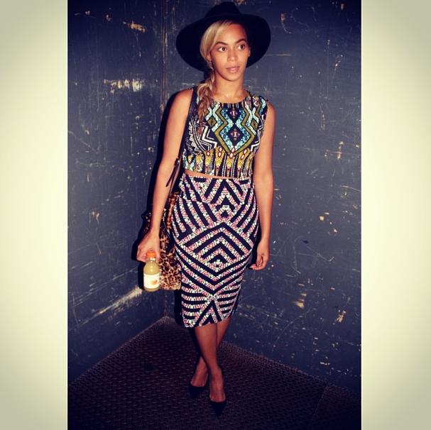 Beyonce-Crop-Top-Matching-Mini-Skirt-look-5