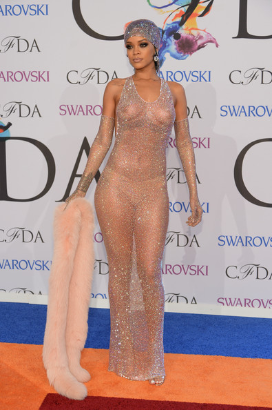 Rihanna-CFDA-Fashion-Awards-2014-5