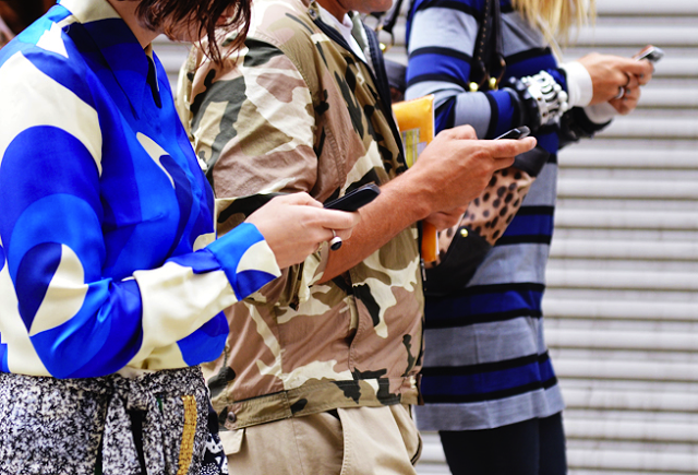 street-style-phones-No More Text Regrets With New App That  Lets You Take Back Text Messages