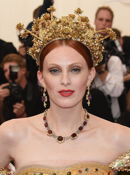 Karen-Elson-Met-Gala-2015-China-Through-Looking-Glass-Headpiece-HairStyle-