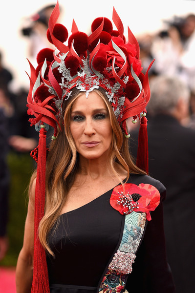 Sarah-Jessica-Parker-Met-Gala-2015-China-Through-Looking-Glass-Headpiece-HairStyle-