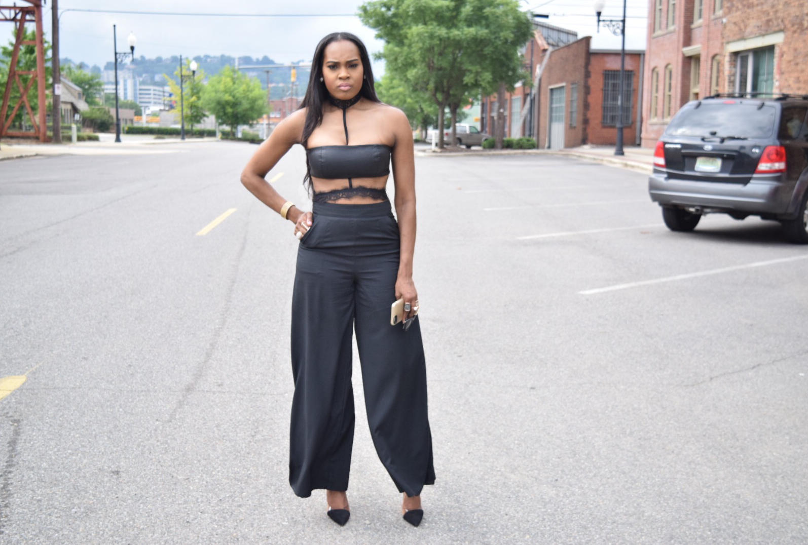 Style-Files-Boohoo-Ira Full Wide Leg Floor Sweeping Trousers-boohoo-Lucy Webbed Lace Choker Body Harness-Forever21-leather-bandeau-mac-cosmetics-faux-lipstick-justfab-catherina-black-heels-oohlalablog-17