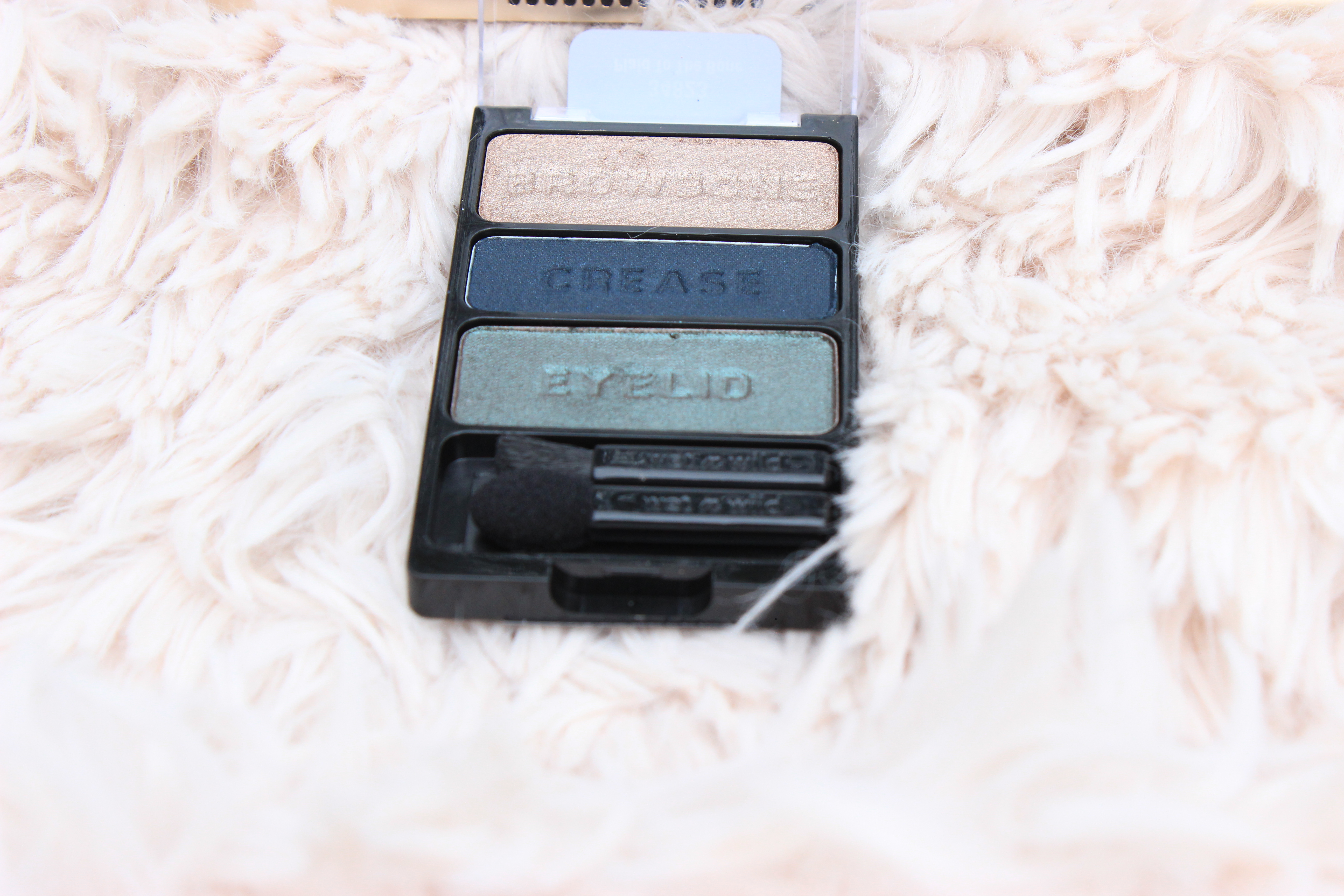 WetnWild-eyeshadow-palette- wrappers-delight- swatches- WetnWild-eyeshadow-palette-plaid-to-the-bone-eyeshadow-makeup-review- WetnWild-eyeshadow-palette-bust-a-wrap-review-oohlalablog-10