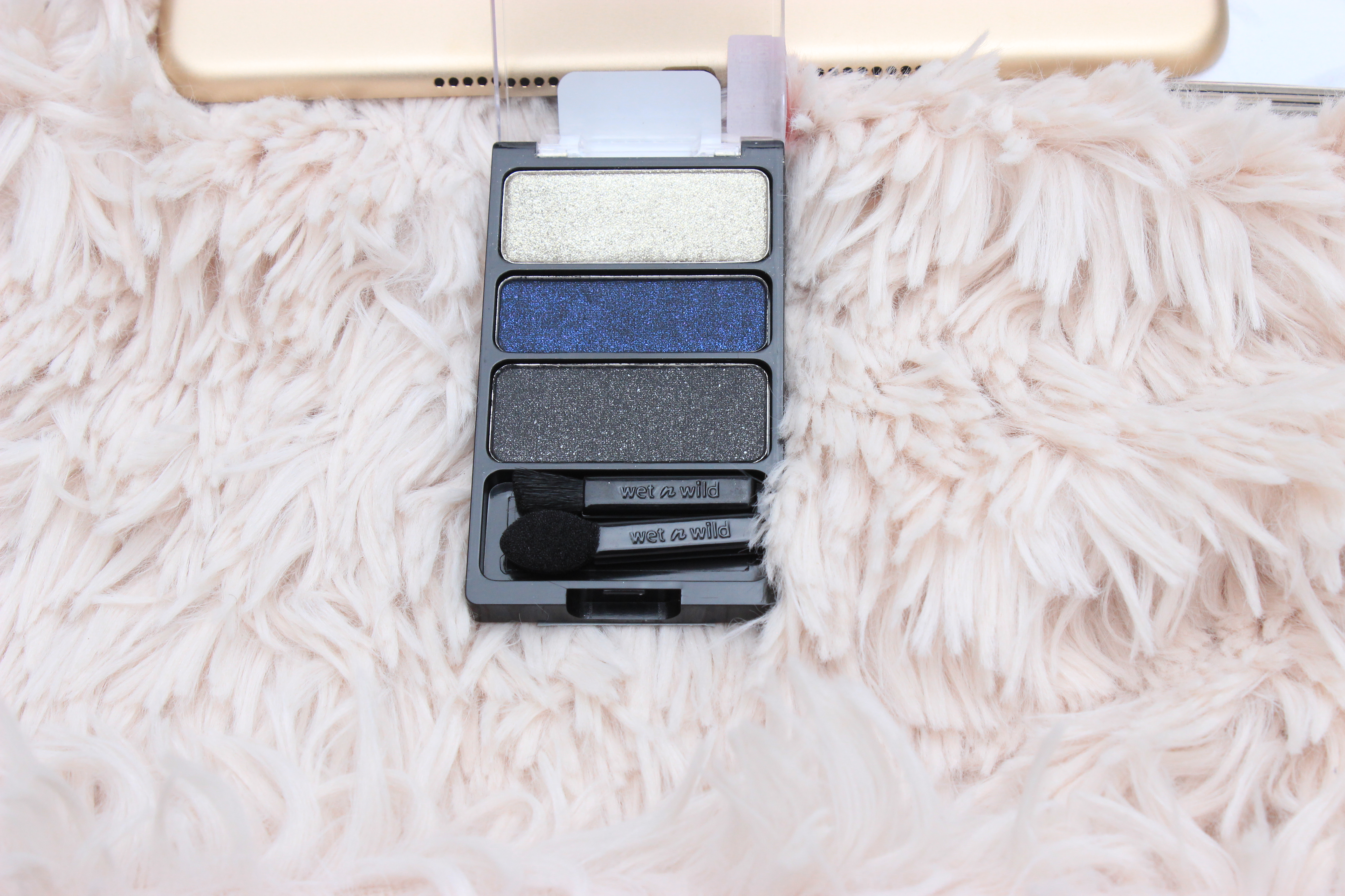 WetnWild-eyeshadow-palette- wrappers-delight- swatches- WetnWild-eyeshadow-palette-plaid-to-the-bone-eyeshadow-makeup-review- WetnWild-eyeshadow-palette-bust-a-wrap-review-oohlalablog-6