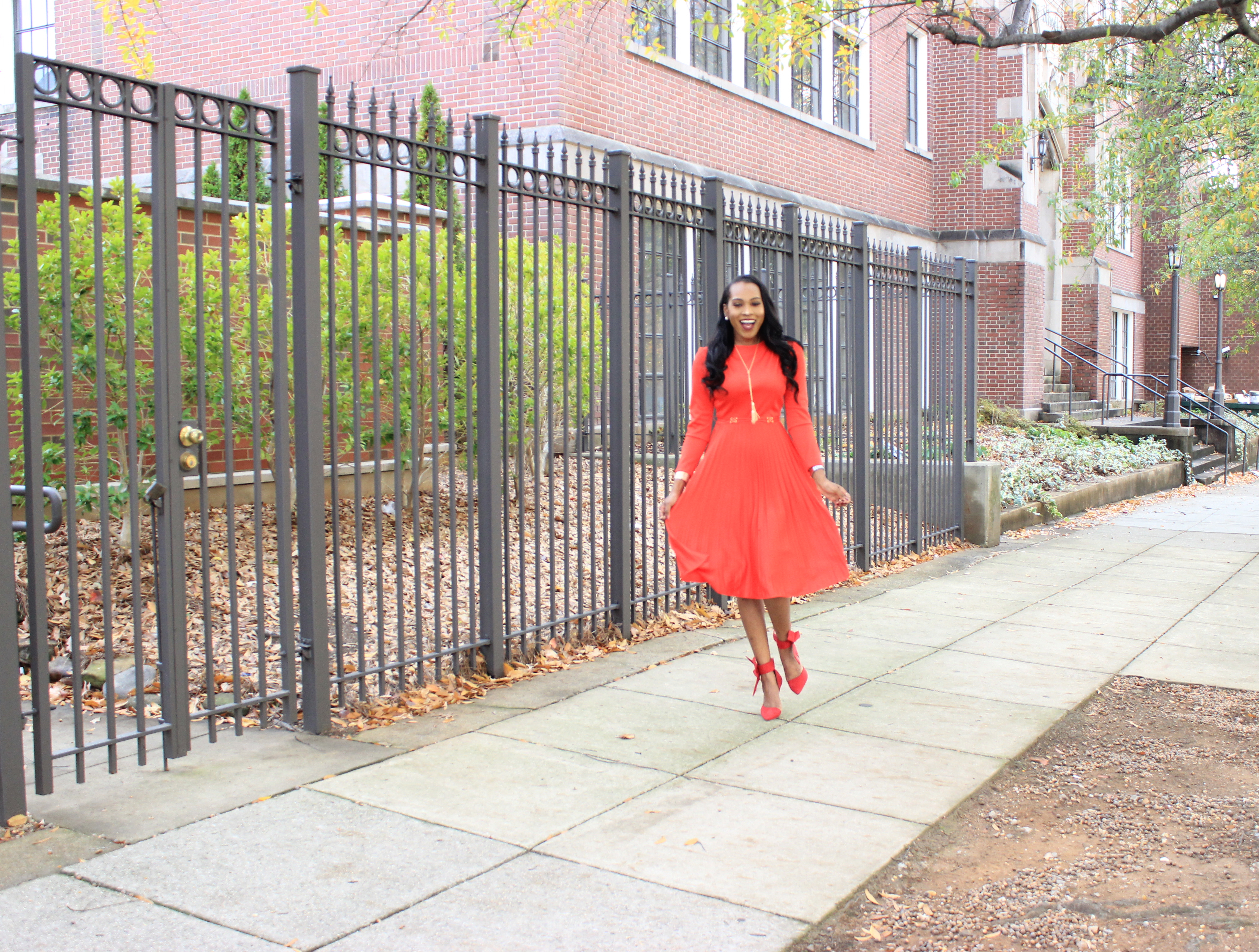 style-files-vintage-carol-craig-red-pleated-dress-just-fab-hadley-red-bow-pumps-INC-faux-fur-stole-oohlalablog-11